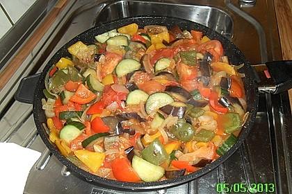 Bunte mediterrane Gemüsepfanne mit Reis 34