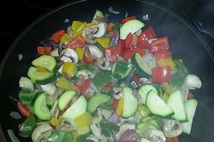 Bunte mediterrane Gemüsepfanne mit Reis 15