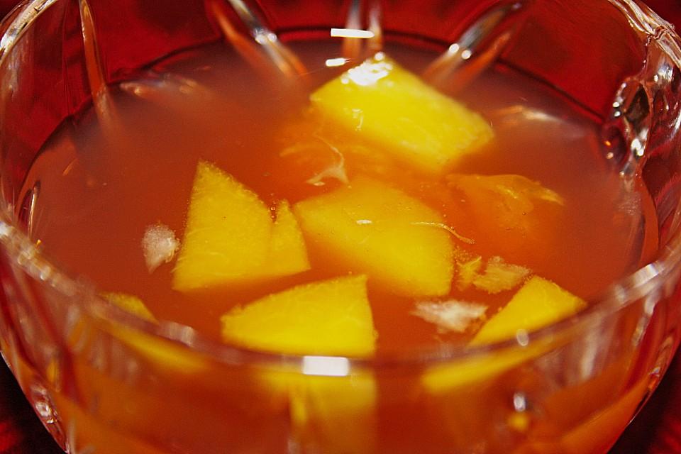 alkoholfreie bowle mit pfirsich und mandarine von creuset. Black Bedroom Furniture Sets. Home Design Ideas