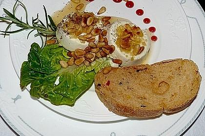 Lauwarm gratinierter Ziegenkäse mit Knoblauch an Rosmarin - Honig Sirup 1