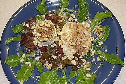 Lauwarm gratinierter Ziegenkäse mit Knoblauch an Rosmarin - Honig Sirup 4