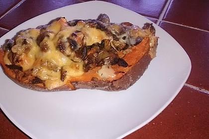 Gebackene Süßkartoffeln gefüllt mit Pilzen 58