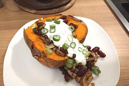Gebackene Süßkartoffeln gefüllt mit Pilzen 56
