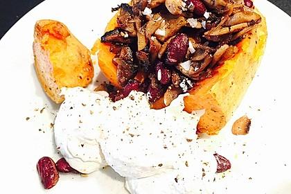 Gebackene Süßkartoffeln gefüllt mit Pilzen 26