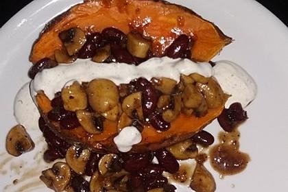 Gebackene Süßkartoffeln gefüllt mit Pilzen 65