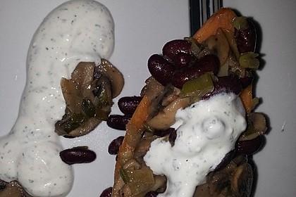 Gebackene Süßkartoffeln gefüllt mit Pilzen 90