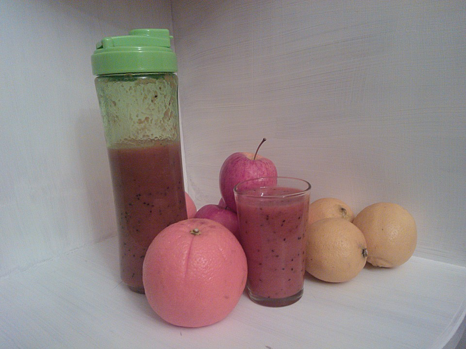 frucht rezepte mit erdbeer kiwi smoothie smoothie. Black Bedroom Furniture Sets. Home Design Ideas