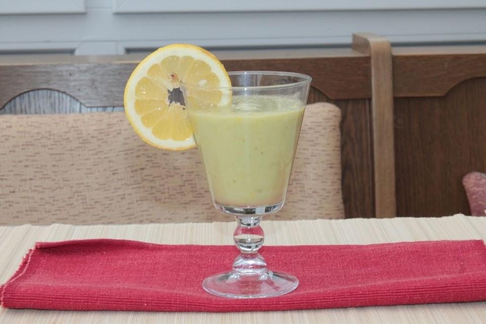 obst smoothie mit avocado und ingwer von chefkoch schnuffel. Black Bedroom Furniture Sets. Home Design Ideas