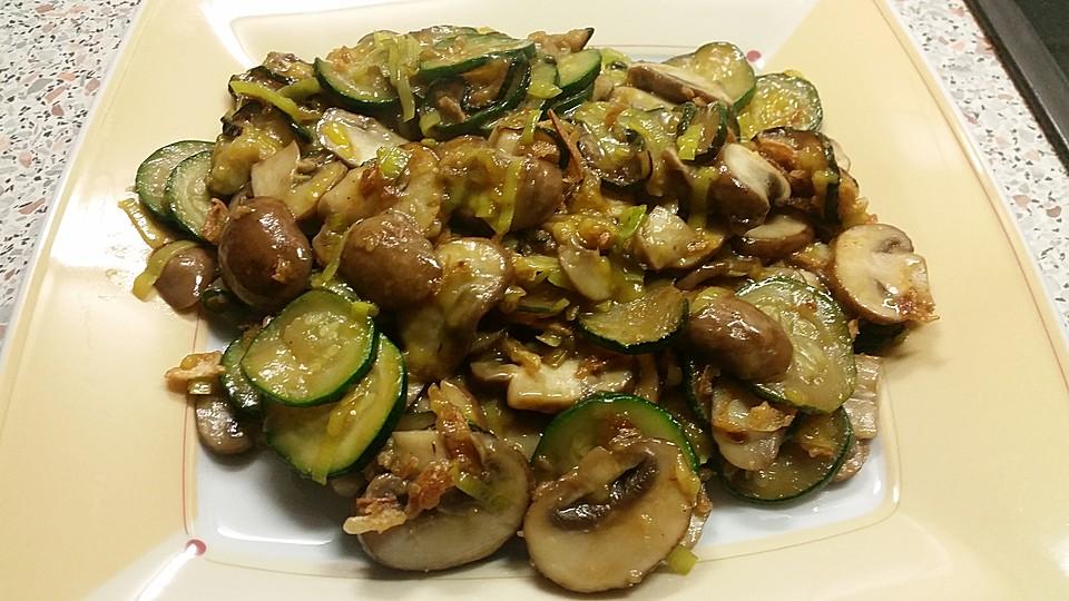 vegane zucchini champignon pfanne rezept mit bild. Black Bedroom Furniture Sets. Home Design Ideas