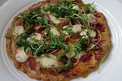Pizza ohne Mehl mit Thunfisch und Mozzarella