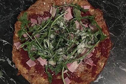 Pizza ohne Mehl mit Thunfisch und Mozzarella 8