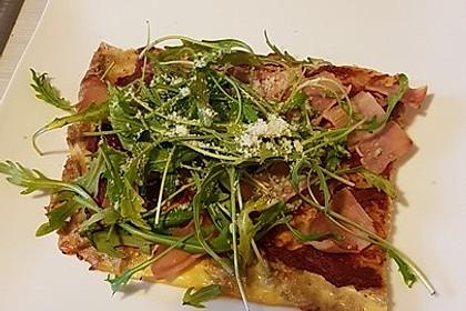 Pizza ohne Mehl mit Thunfisch und Mozzarella 4