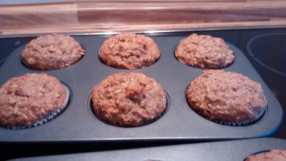 vegane apfel haferflocken walnuss muffins rezept mit bild. Black Bedroom Furniture Sets. Home Design Ideas