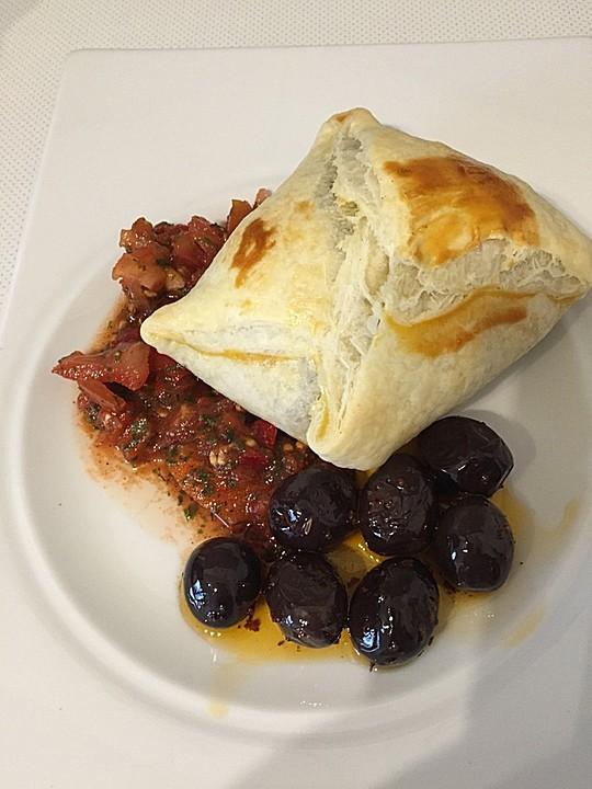 hackfleisch in bl tterteig an tomatenp ree und eingelegten oliven rezept mit bild. Black Bedroom Furniture Sets. Home Design Ideas