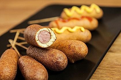 Corn Dogs – Würstchen am Stiel im Maisteigmantel