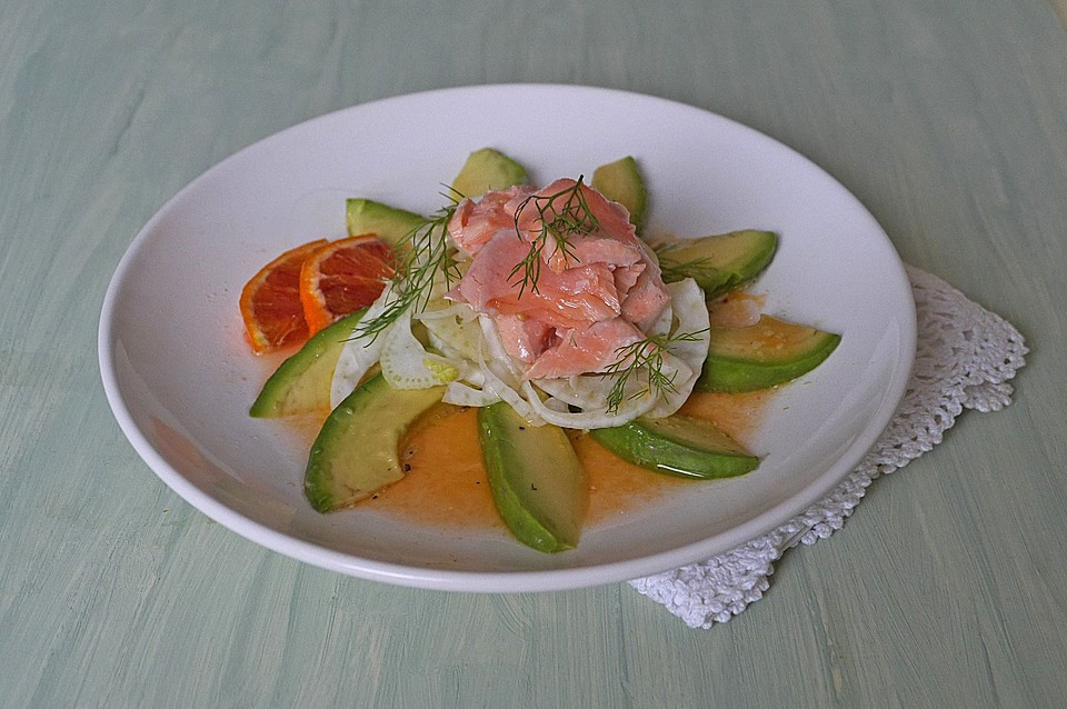 avocado fenchel salat mit lachs und blutorangendressing rezept mit bild. Black Bedroom Furniture Sets. Home Design Ideas