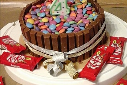 kitkat torte mit bunten smarties von mysecretin. Black Bedroom Furniture Sets. Home Design Ideas