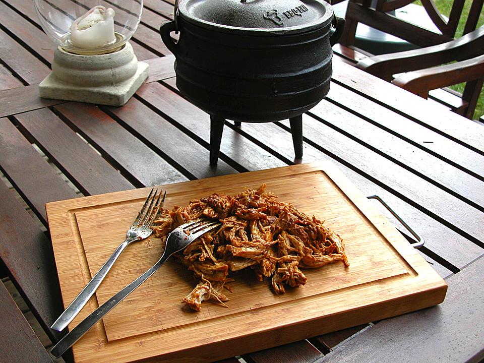 afrikanisches pulled chicken aus dem potjie von nogikon. Black Bedroom Furniture Sets. Home Design Ideas