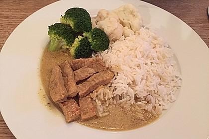 Schweinegeschnetzeltes in Curry-Kokos-Soße