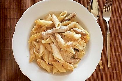 Cremiger Nudelauflauf mit Parmesan