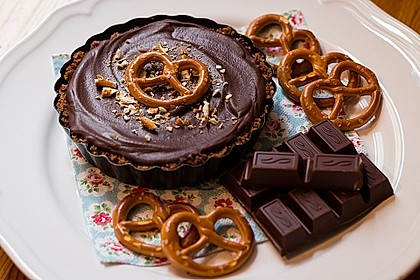 Peanutbutter-Chocolate Pie with Pretzel Crust