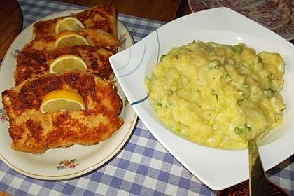 Knusprige Putenschnitzel Cordon bleu mit Kartoffel-Gurken-Salat