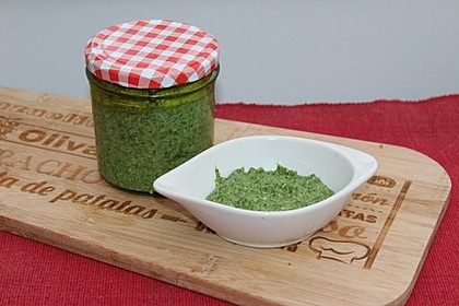 Cremiges Avocado-Spinat-Pesto mit Cashews (Bild)