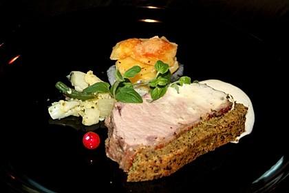 Kalbsrücken mit Kräuterkruste, Kartoffeltürmchen und feinem Gemüse Leipziger Art