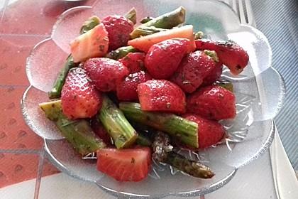 Grüner Spargelsalat mit Erdbeeren 2