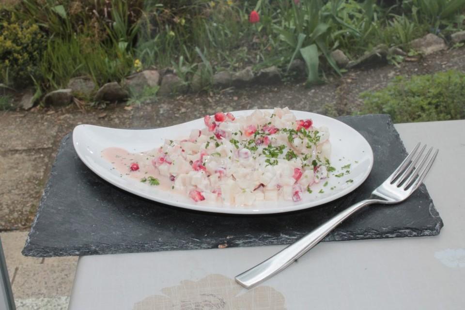 schwarzer rettich granatapfel salat mit fruchtigem dressing rezept mit bild. Black Bedroom Furniture Sets. Home Design Ideas