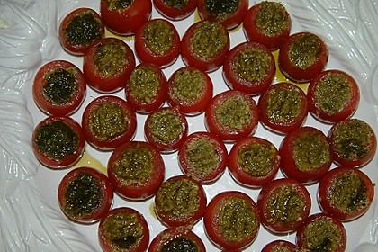 Tomaten mit selbstgemachtem Pesto