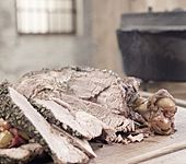 Geschmorte Lammkeule aus dem Dutch Oven mit Kräutermarinade