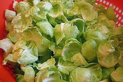 Wachtel auf Rosenkohlsalat mit Preiselbeervinaigrette 1