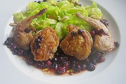 Wachtel auf Rosenkohlsalat mit Preiselbeervinaigrette