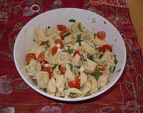 tortellini salat rezepte suchen. Black Bedroom Furniture Sets. Home Design Ideas