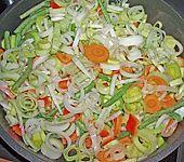 Gemüsepfanne mit Hähnchen (Bild)