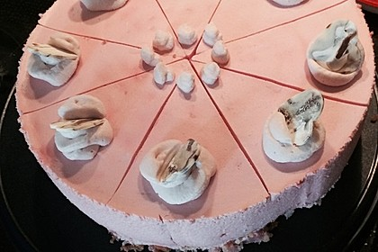 Himbeer sahne torte mit fondant