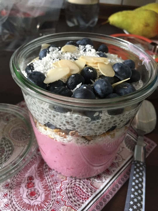 beeren porridge geschichtet mit chia pudding rezept mit bild. Black Bedroom Furniture Sets. Home Design Ideas