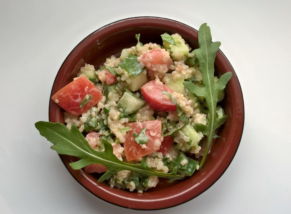 quinoa rucola salat mit limetten joghurt dressing rezept mit bild. Black Bedroom Furniture Sets. Home Design Ideas