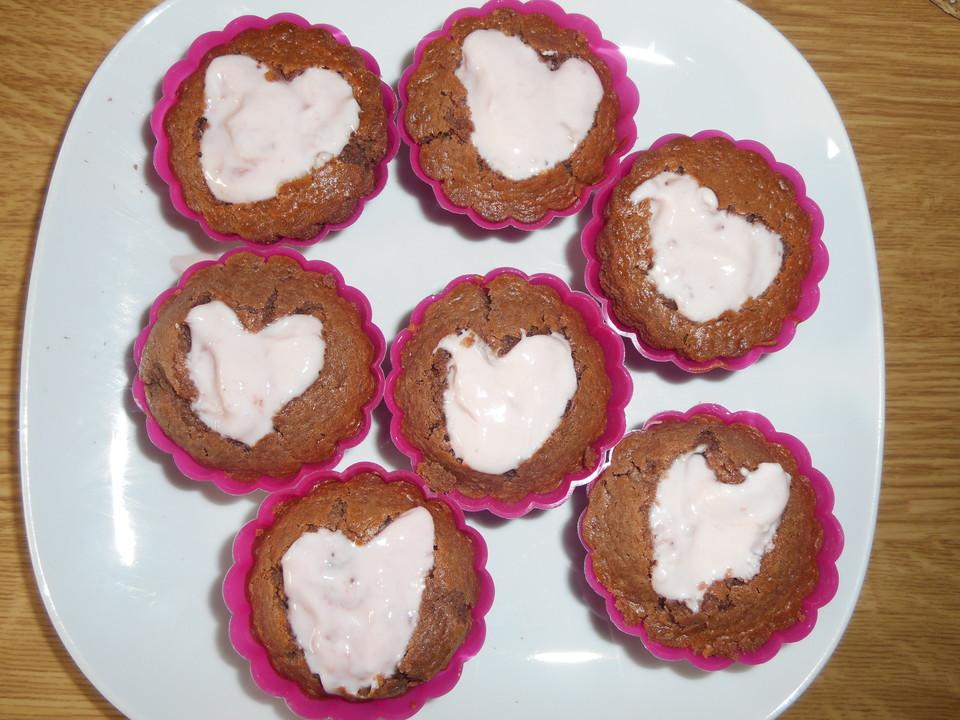 schoko muffins mit erdbeerjoghurt herz rezept mit bild. Black Bedroom Furniture Sets. Home Design Ideas