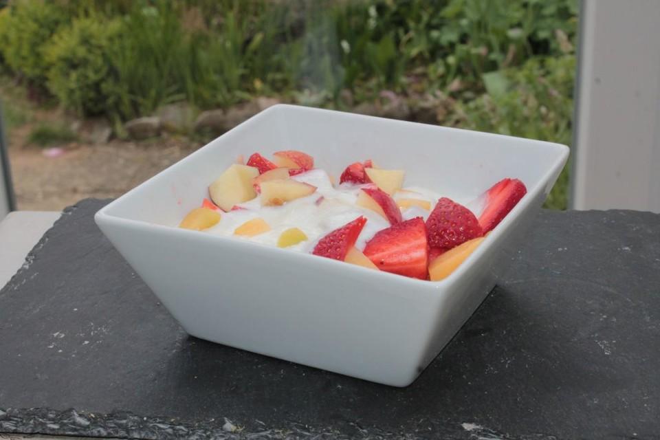 aprikosen nektarinen und erdbeeren in honig quark sauce rezept mit bild. Black Bedroom Furniture Sets. Home Design Ideas