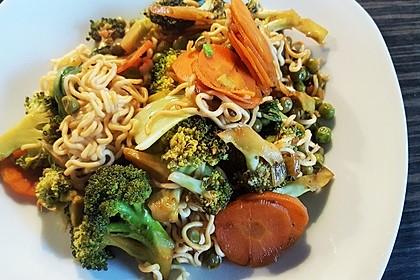 Mie-Nudel-Pfanne mit Gemüse