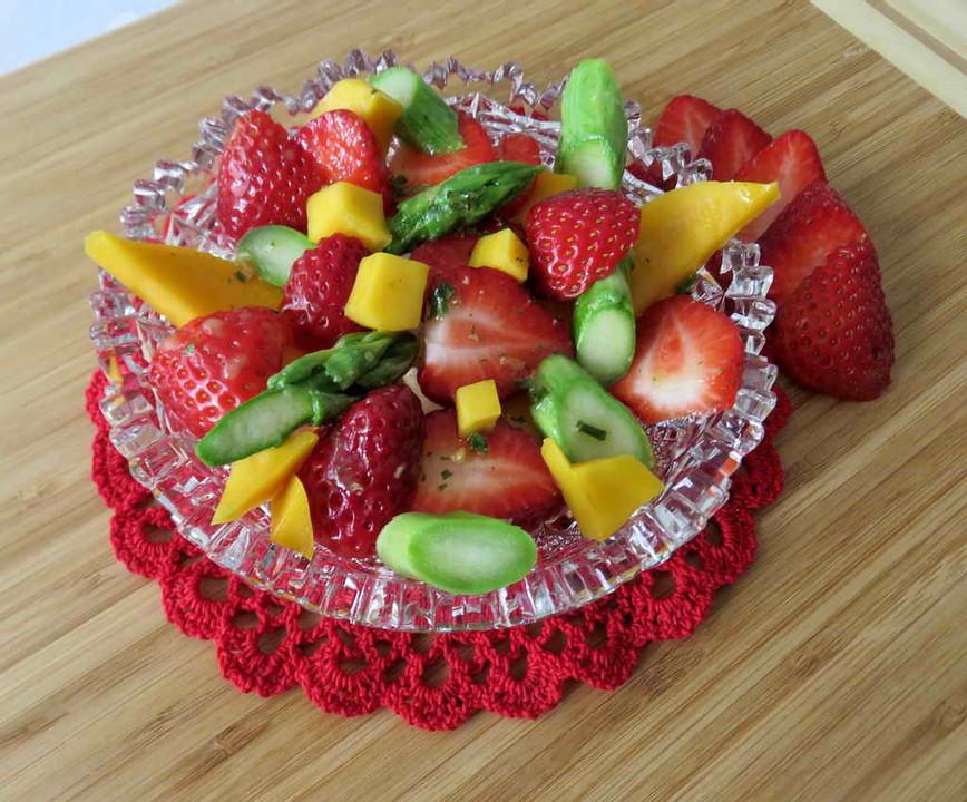 spargelsalat mit mango und erdbeeren von ars vivendi. Black Bedroom Furniture Sets. Home Design Ideas