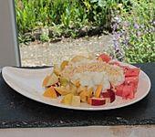 Sommerfrüchte mit Couscous-Joghurt-Honig-Creme und Mandelsplittern