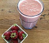 Smoothie mit Kaffee, Erdbeeren und Banane