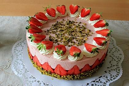 Erdbeer-Joghurt-Torte mit zweierlei Böden