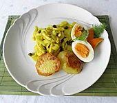 Fenchel an Kapern-Orangenrahm mit gebackenen Kartoffeln und Ei