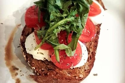 Tomaten-Mozzarella-Brötchen