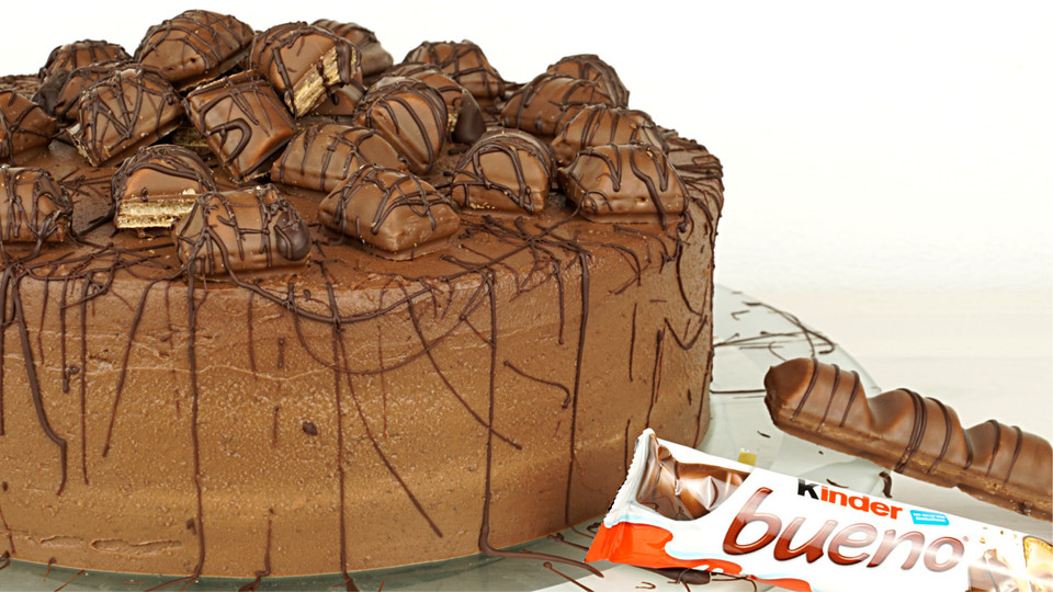 torte mit kinder bueno rezept mit bild von evas. Black Bedroom Furniture Sets. Home Design Ideas