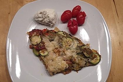 Zucchini-Paprika-Möhren-Frittata mit Hüttenkäse und Tomaten 4